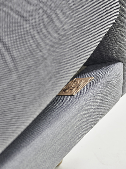 4-mh-fonto-graa-molly_wfloor06_detail-3-pers-sofa-240cm-iklaedt-molly-fra-kvadrat
